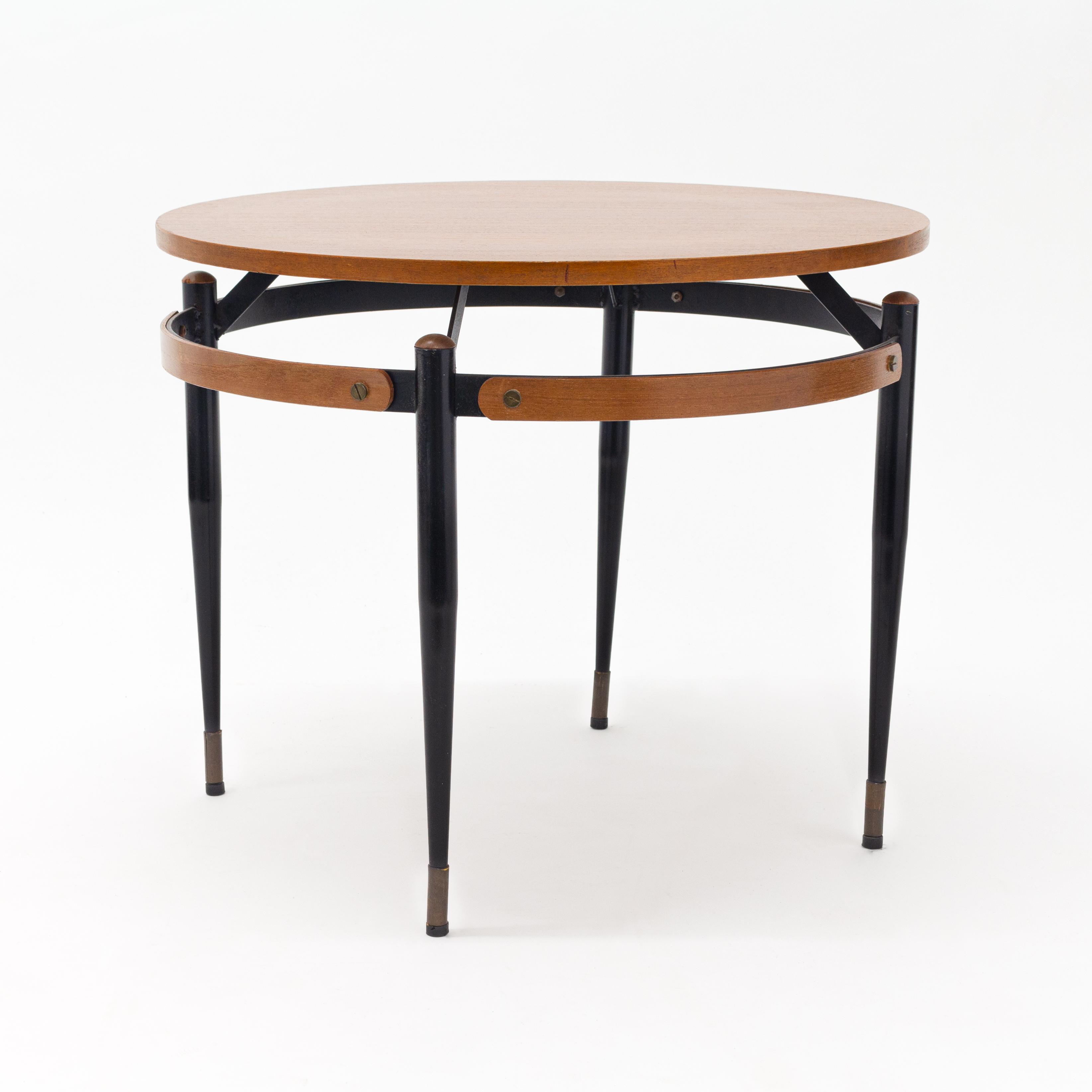 Mid Century round cocktail table.